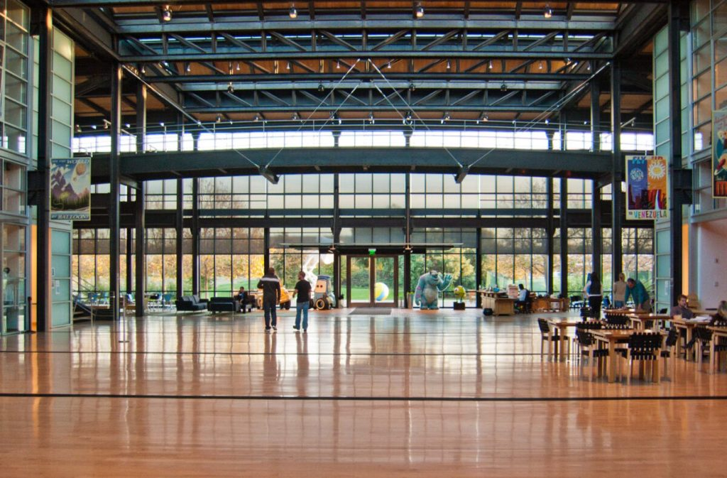 pixar office massive open space by jason pratt 1 1200x789 1 1024x673 - co-working spacesの課題